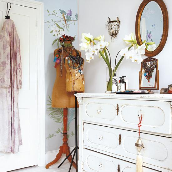Feminine Bedroom Accessories