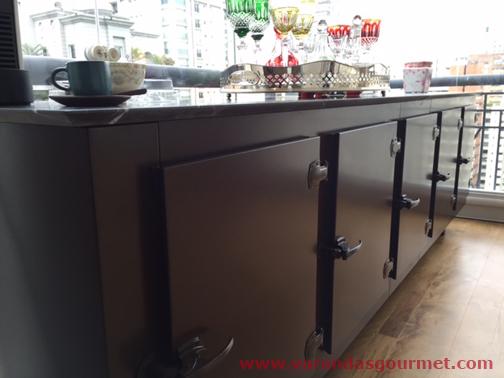 Balcão refrigerado de 3 portas com pintura eletrostática marrom