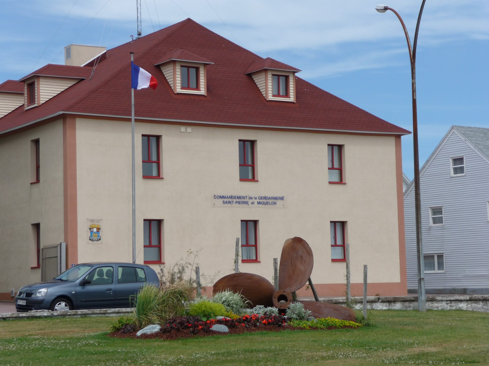 La bachmobile en cavale - La maison de la gendarmerie ...