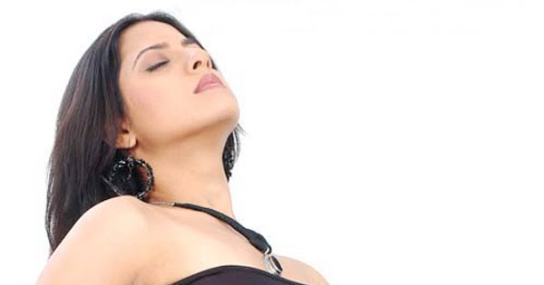 Keerthi Chawla Hot Kiss