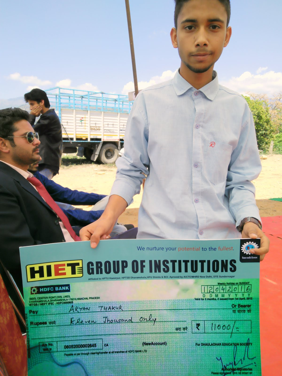 Aryan Thakur getting 11000 Scholarship
