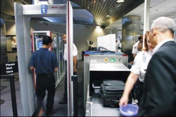 Pintu Metal Detektor di Bandara