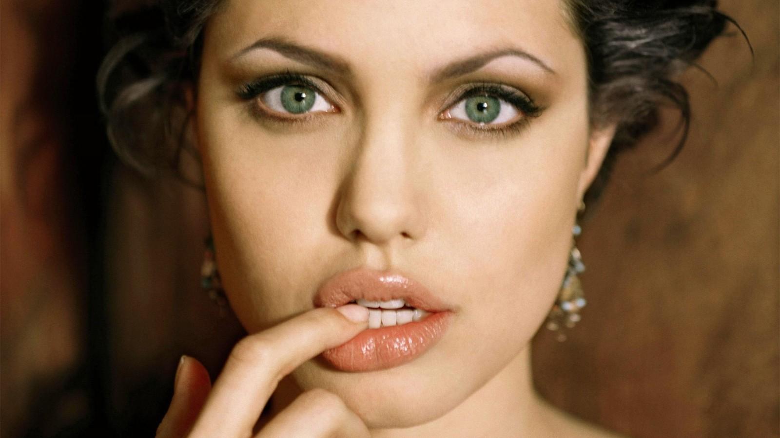 http://1.bp.blogspot.com/-l0tAm7g6Llg/UZOLJgB8snI/AAAAAAAAHGk/gaB1Fm3Vv20/s1600/Angelina-Jolie-2013-HD-Wallpaper.jpg