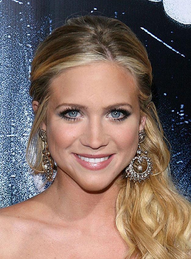 hot brittany snow photos  gallery pictures  wallpaper