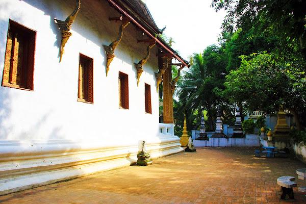 Templo Wat Chom Si en Luang Prabang (Laos)