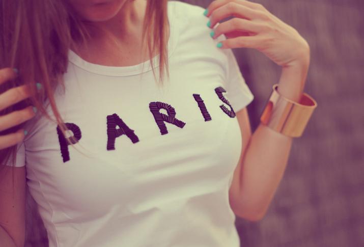"""Camiseta con texto """"Paris"""" en blog de moda de Barcelona"""