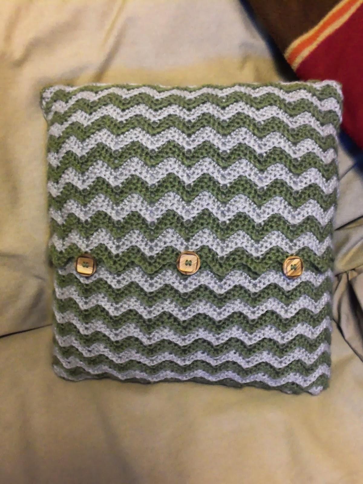 im going to make it after all Crochet Throw Pillow : 1003615 from becky-shattuck.blogspot.com size 1200 x 1600 jpeg 355kB