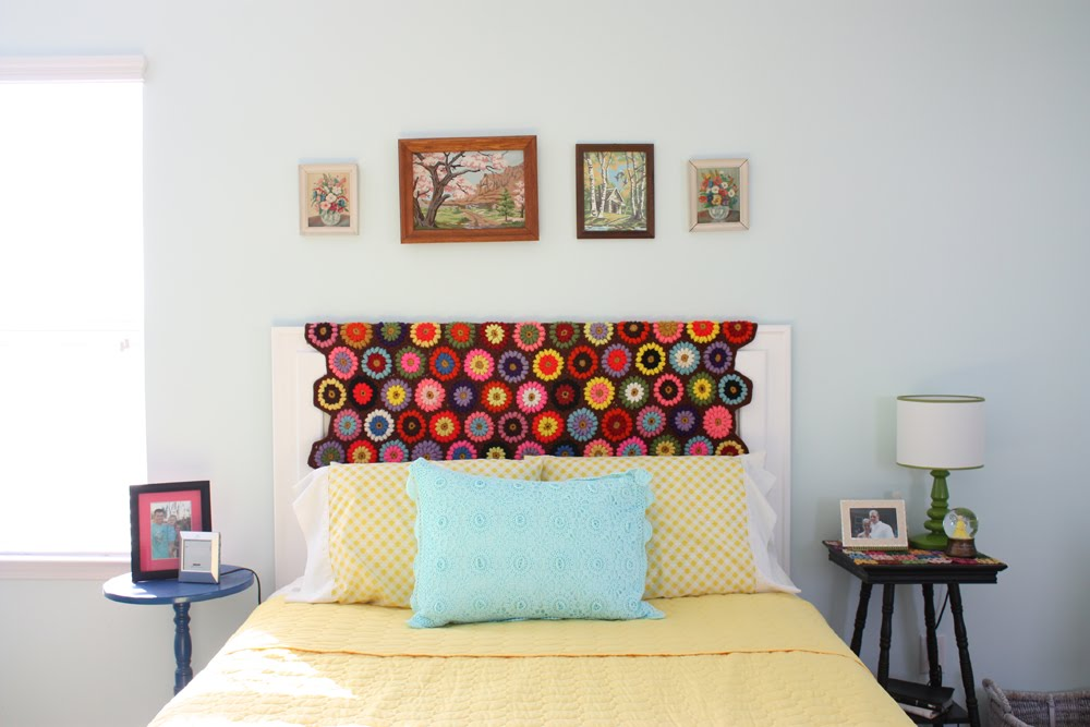 I am too happy with the color this brings. Is it silly....maybe....but I do love it. What a fast simple way to change up a headboard. & Fresh and Fun: Headboard Easy Peasy