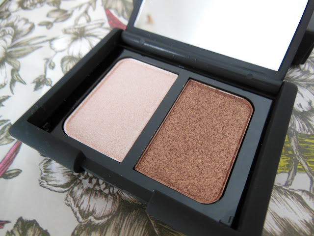 Smooch eyeshadow duo Suede