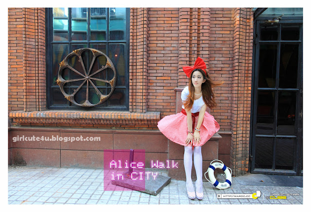 Alice-Walk-in-City-04-very cute asian girl-girlcute4u.blogspot.com