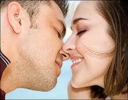 Inilah Bahaya Ciuman Bagi Kesehatan