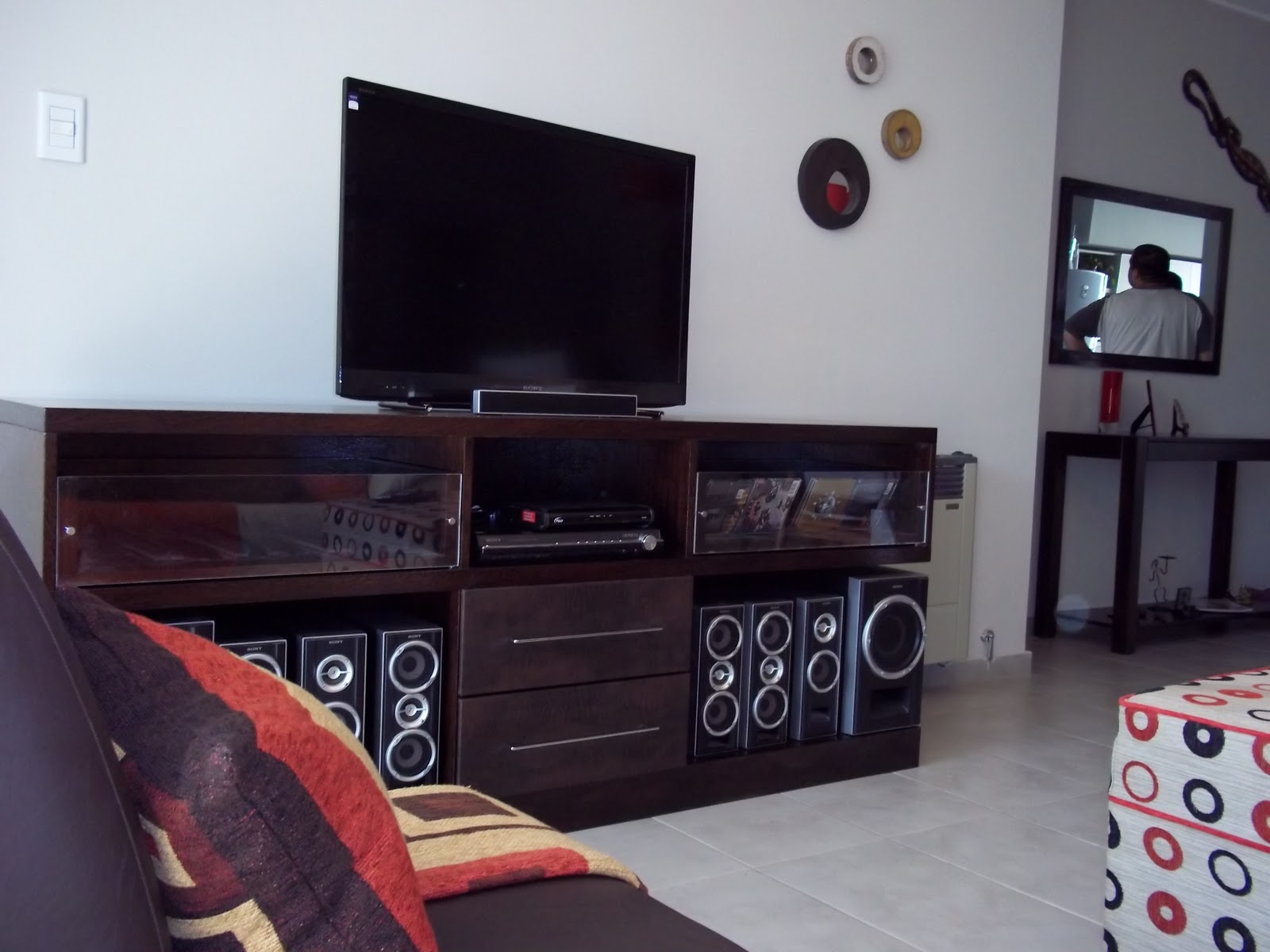 Gabriela genolet mueble para equipo musica y tv for Muebles para televisor y equipo de sonido