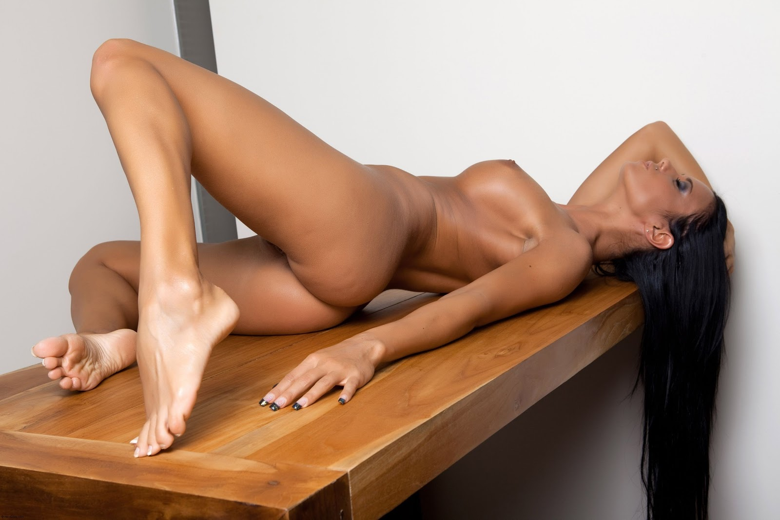 Erotic Wall Nude Babes