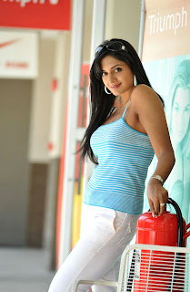 Vimla Raman Spicy T Shirt Tank Top Sleeveless Beautiful Spicy Pics for movie Caca