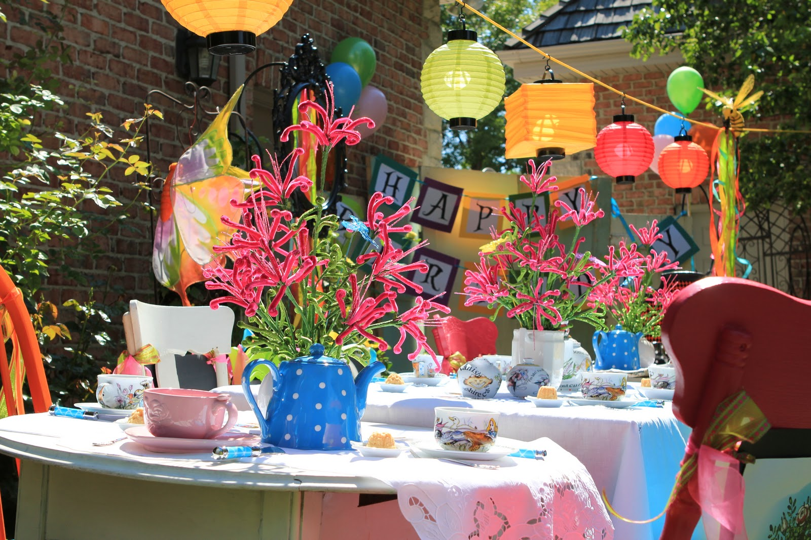 A little cuppa tea alice in wonderland tea party for Decoration jardin soiree