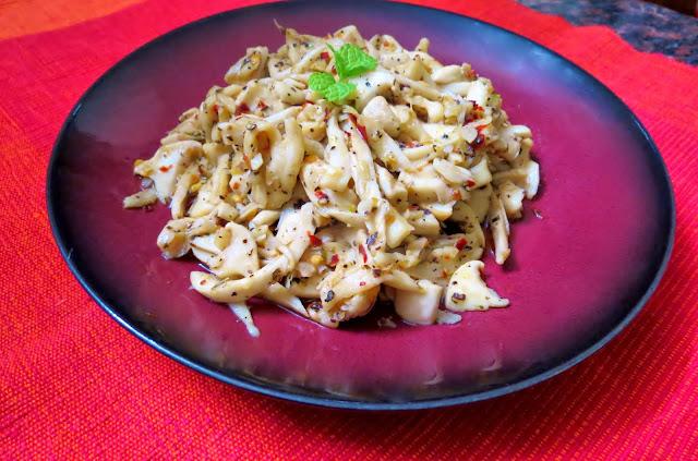Sauteed mushroom in garlic and olive oil