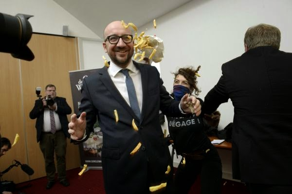Addressing at Namur in the southern Wallonia region of Belgium as the Prime Minister of Belgium, Charles Michel gave his speech, he suddenly bombarded by fries were sprinkled with mayonnaise.  As reported by Lesoir.be, on last Monday, December 22, 2014, Mr. Prime Minister apparently getting a pile of dishes in the form of national stir when several women activists staged their demonstrations against austerity measures which enforced by European Union.