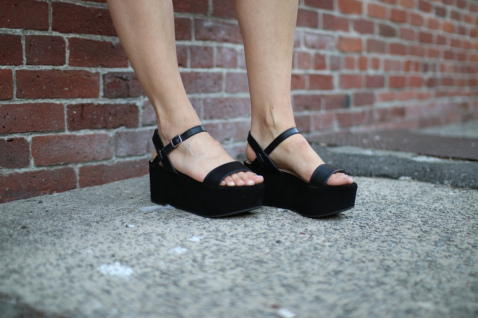 how to style black platform shoes