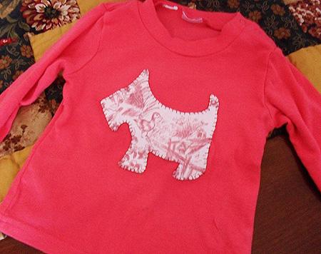 camiseta para niña con apliqué