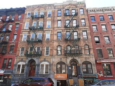 Led Zeppelin Physical Graffiti en St Mark Place de New York - Abril 2012