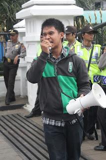 """MEMBANGUN KOALISI YANG BAIK DALAM SISTEM PRESIDENSIAL """"KOALISI DALAM SISTEM PRESIDENSIAL KONSEKUENSI LOGIS PLURALISME INDONESIA"""""""