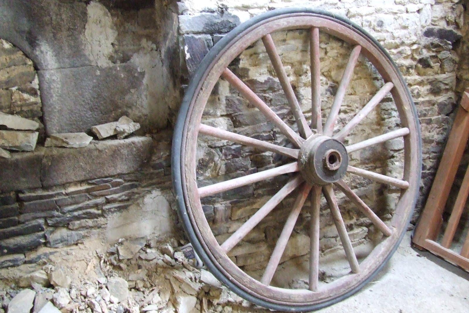 Pascaline arts roues de charette - Roue de charette decoration ...