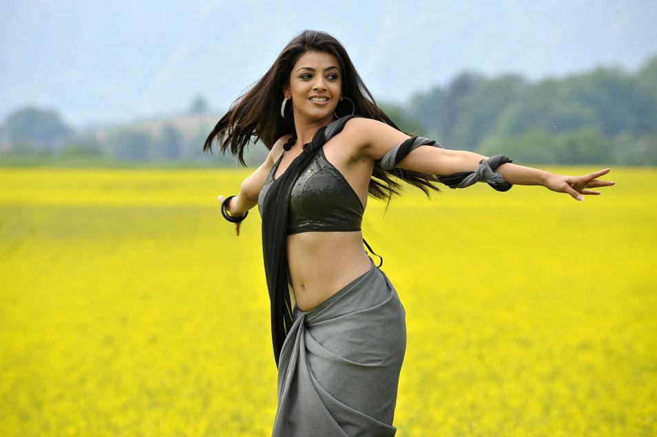 ... sexy navel exposing stills | Sexy hip showing by actress Kajal Agarwal