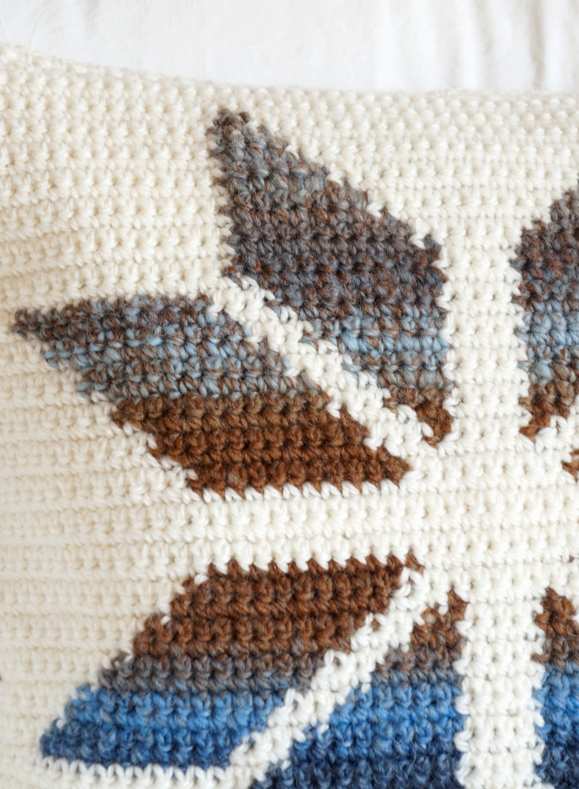 Little Doolally: Snowflake Cushion Pattern
