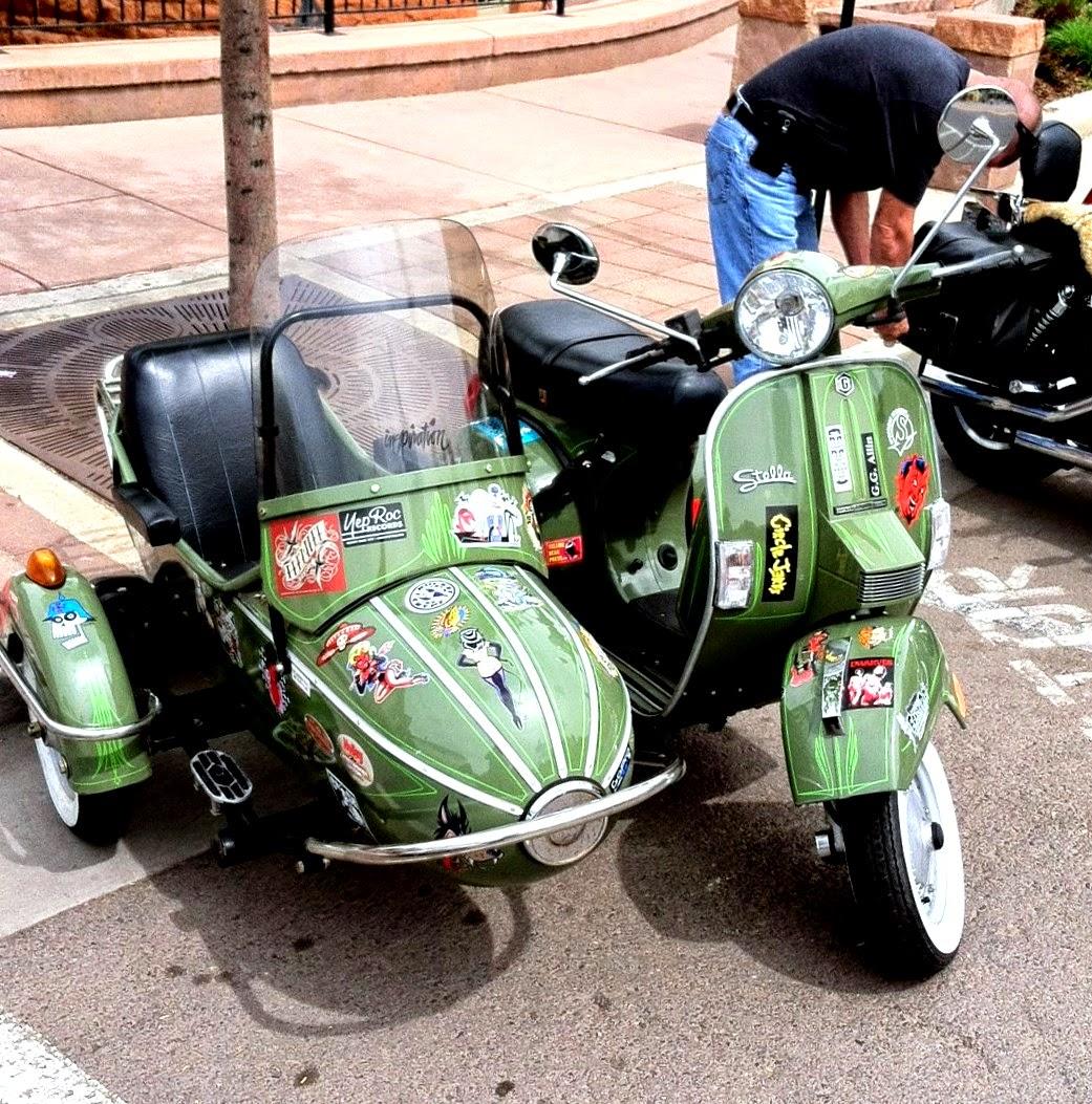 А такое транспортное средство мы увидели на дороге и решили запечатлеть. Уж очень понравился мотоцикл. И такой женский милый дизайн :-)
