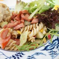 http://foodforfamily.at/fruehsommerlicher-nudelsalat-mit-rosmarin-knacker/