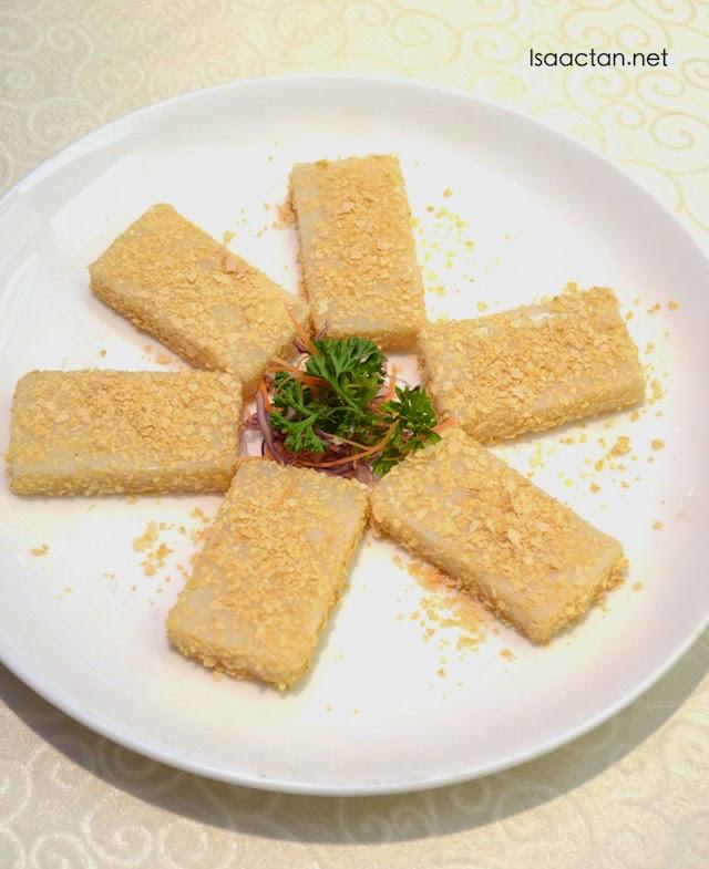 Steamed Nin Gao with Crispy Oat
