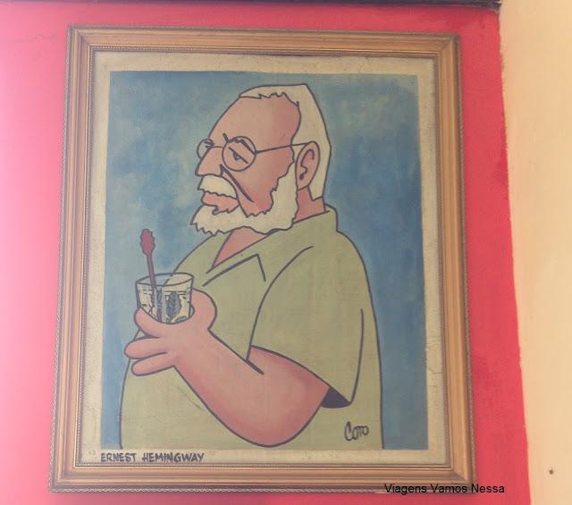 Quadro com a figura de Ernest Hemingway na parede do bar Dos Hermanos