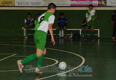 http://ciudadrodrigoaldia.es/2013/11/24/el-iii-juvenil-presenta-su-candidatura-7-3/