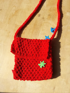 Stricktasche, rot, mit figuren