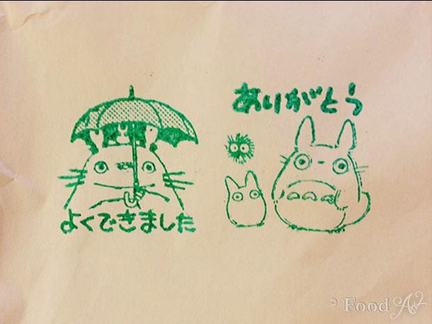 Die Verpackung war mit einem Totoro-Stampel verziert