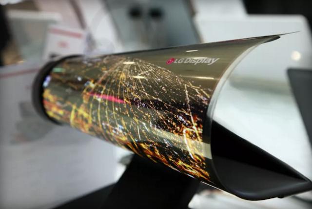 تصمم شركة إل جي شاشة قابلة للطوي بحجم 18 بوصة