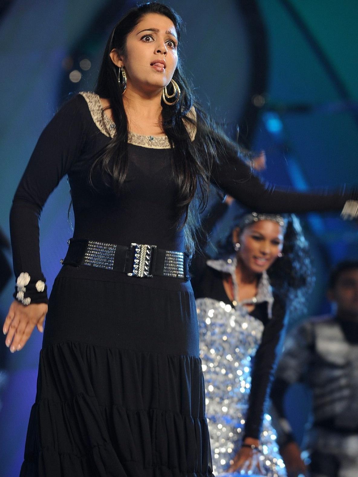 http://1.bp.blogspot.com/-l4pJ0Bm_suU/TgnKfH6y4YI/AAAAAAAALMs/S6CLznKkybs/s1600/Charmi+in+Hot+Black+Dress+Dancing+Pics+%25284%2529.jpg