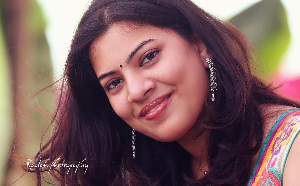 Geetha Madhuri Singing...