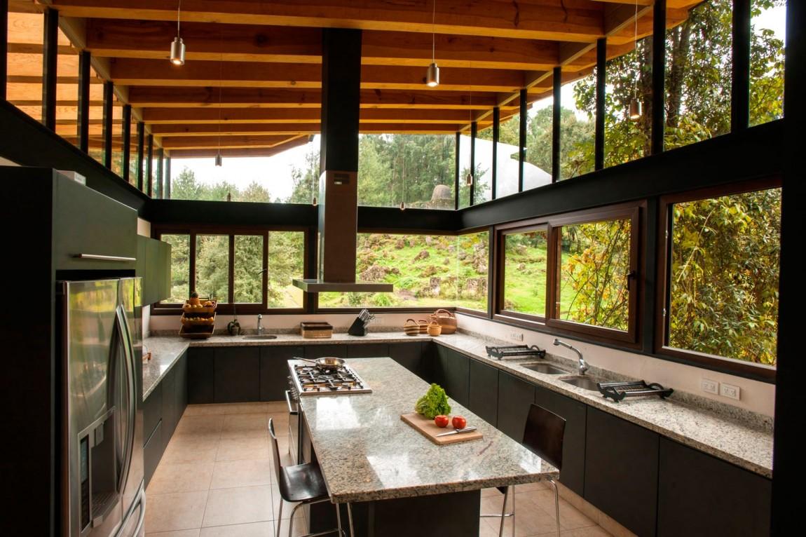 Hogares frescos casa pintoresca perdida en el bosque for Alejandro sanchez garcia arquitectos