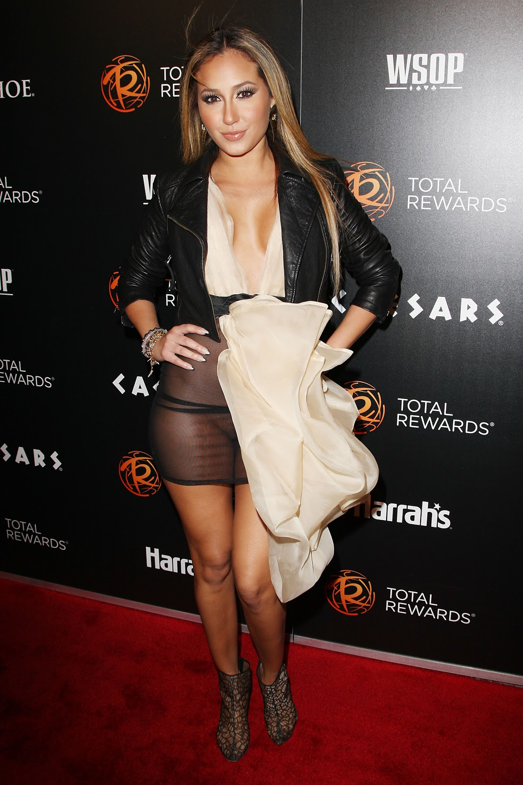 http://1.bp.blogspot.com/-l4wt59ol4DA/T1sBDxmAnOI/AAAAAAAAEOQ/oXDQZbRM9ZQ/s1600/Adrienne+Bailon+Flashing+The+See-Through+Dress+Pantyless+Pussy+www.GutterUncensored.com+002.JPG