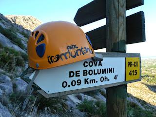 Cartel indicador Cueva Bolumini