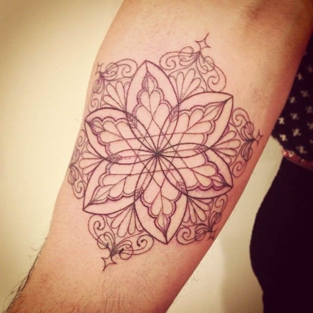 Tatuagens femininas delicadas linework ornamental