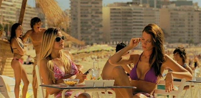Dos chicas en la playa