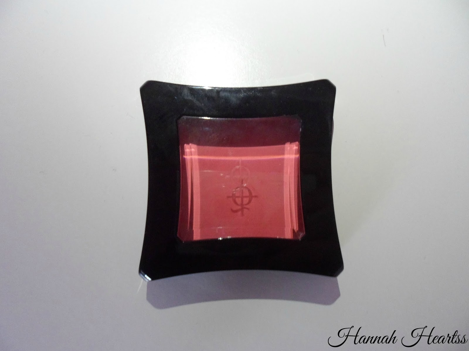 Illamasqua Powder Blush in Hussy