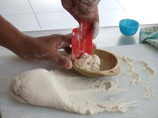 proses pembuatan pempek keriting