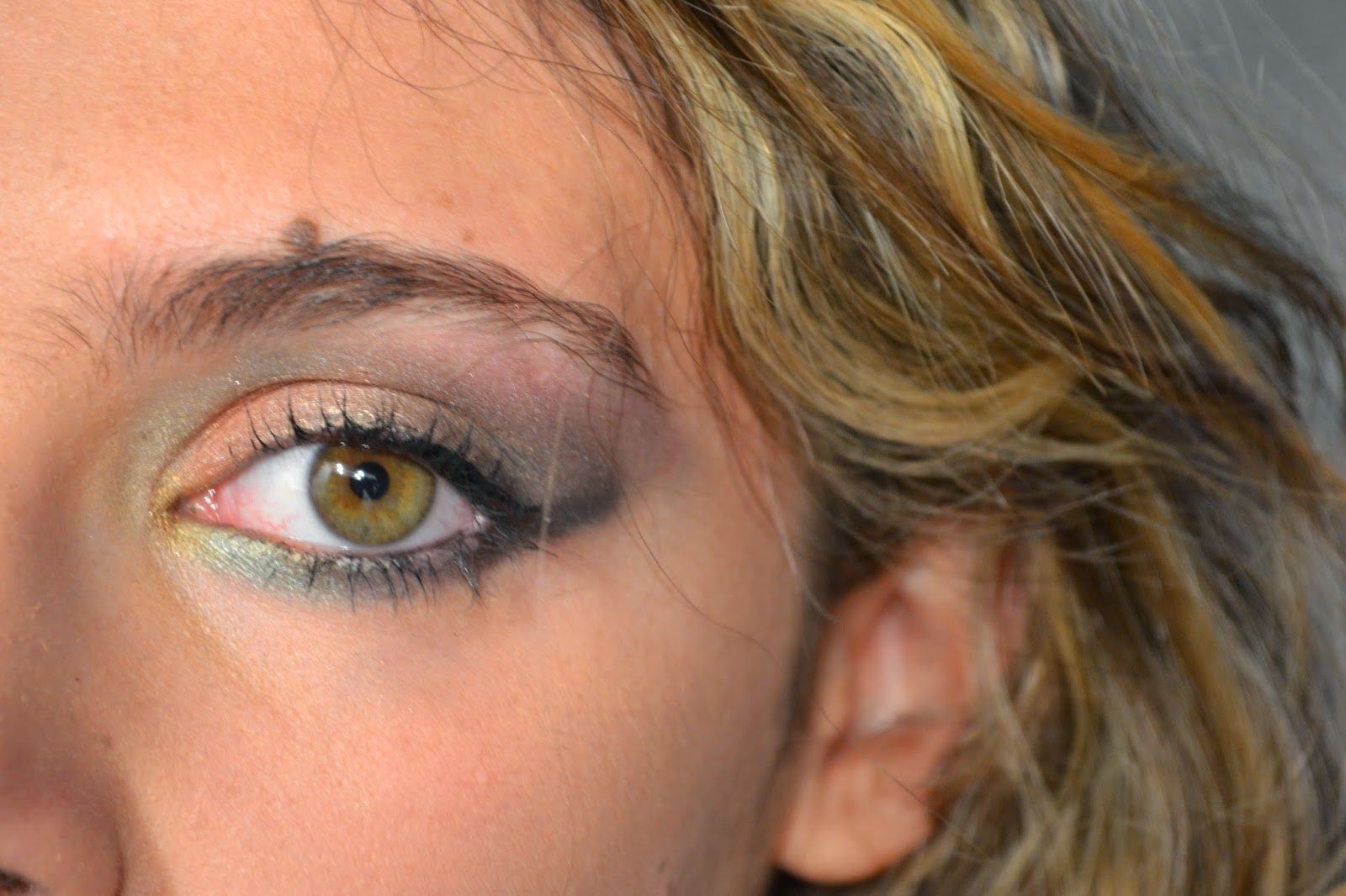 make up green eyes