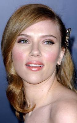 Scarlett Johansson rubio oscuro