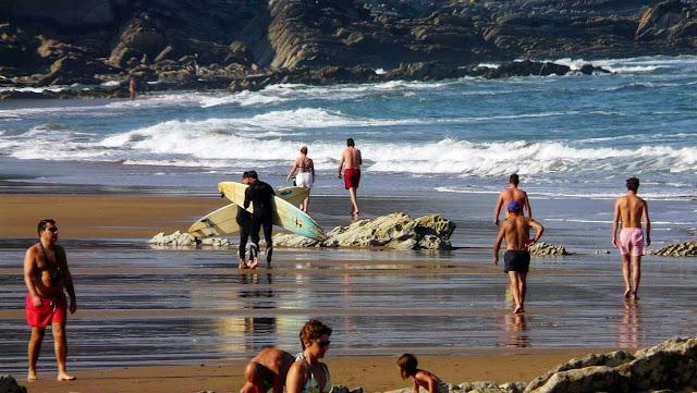 surfista en la arena 01