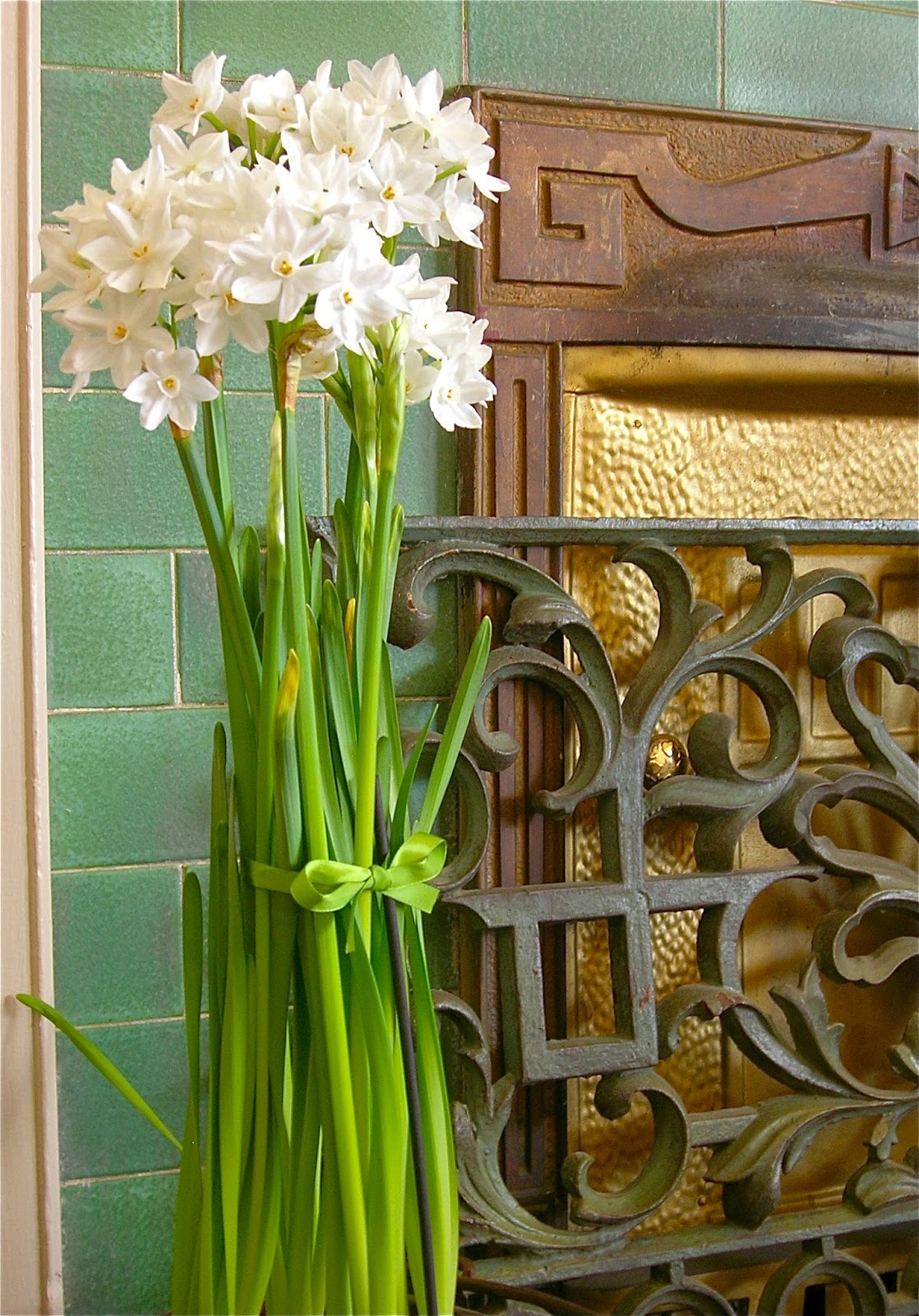 how to keep paperwhites from falling over