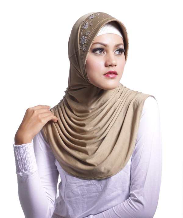 Tips Mengenakan Jilbab Ke Kantor